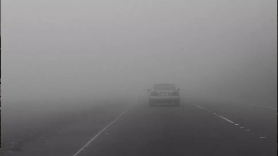 ضباب كثيف بعدد من الطرقات السيارة :الحرس الوطني يحذر