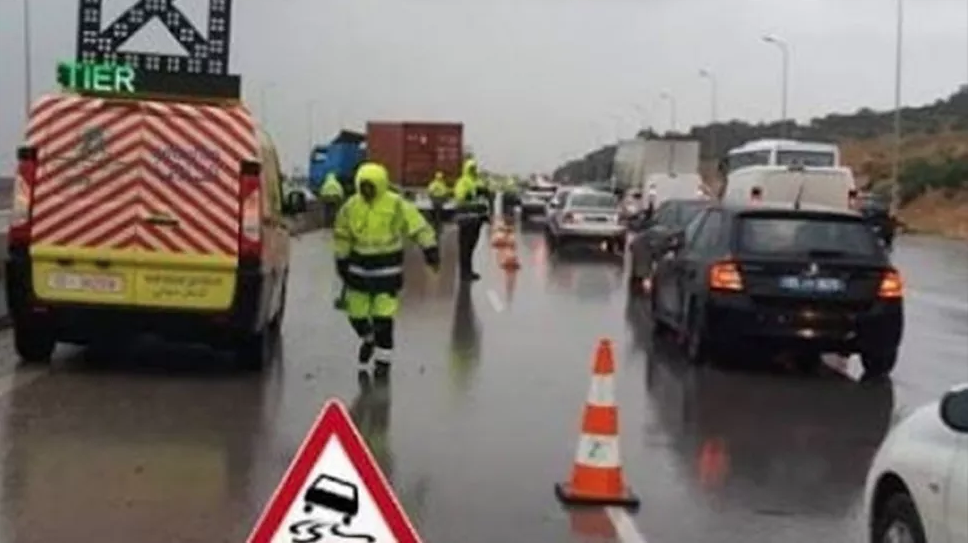 اثر انزلاق شاحنة : تعطل جزئي لحركة المرور بالطريق السيارة أ3