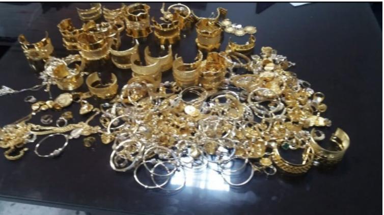 بن قردان: حجز كمية من الذهب وبنادق صيد على متن سيارة (صور)