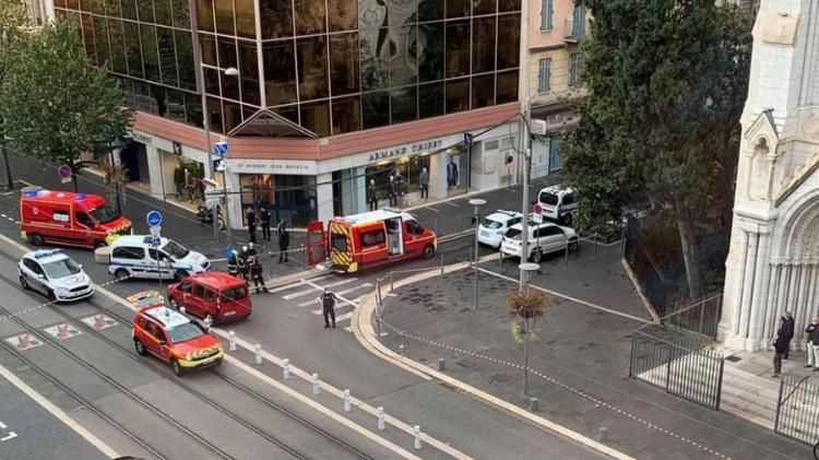 فرنسا: جزائري يطلق النار على زوجته ويحرقها وسط الشارع